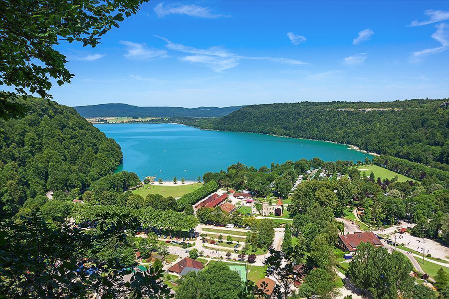 Lac de Chalain : l'endroit idéal pour camper dans le Jura ?